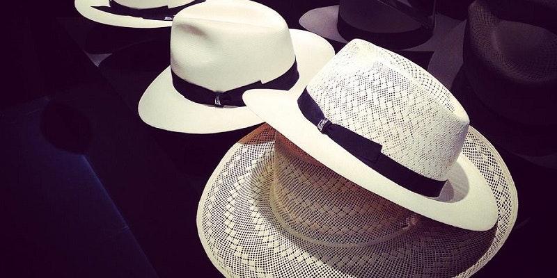 Cappelli realizzati da Tesi. Via Pagina Facebook  tesihats 93abbf5e32b7
